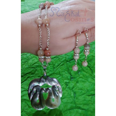 Peach Moonstone with Seashell Pendent Set (Necklace + Earrings)